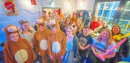 Grevener Jugendliche Bereiten Sich Auf Ihren Ersten Auftritt Beim Karneval Vor